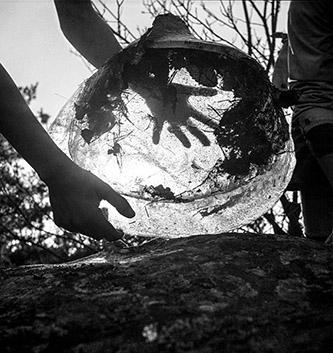 Charlotte Perriand, Bloc de glace dans la forêt de Fontainebleau, vers 1935. Crédit © Charlotte Perriand.