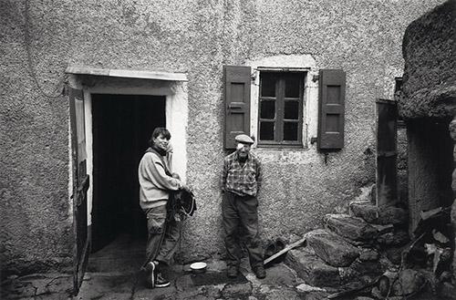 Claudine Nougaret et Louis Brès, Film Profils paysans : l'approche, 1999. Raymond Depardon©Magnum Photos.