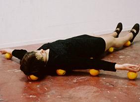 """""""Erwin Wurm"""" Photographs, à la Maison Européenne de la Photographie, Paris, du 17 juin à fin septembre 2020"""