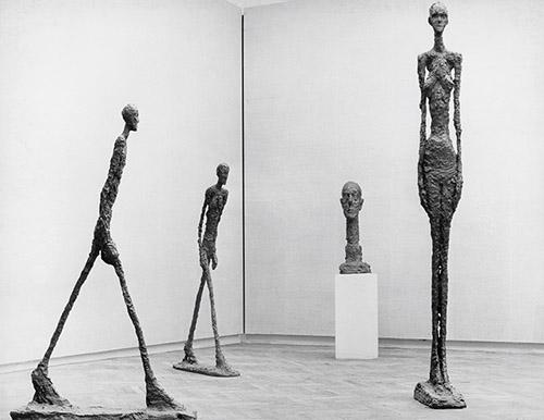 Alberto Giacometti, Vue de l'exposition Alberto Giacometti à la 31e Biennale de Venise, 1962. Photo : Bo Boustedt. Archives de la Fondation Giacometti, Paris. © Succession Alberto Giacometti. (Fondation Giacometti + ADAGP) 2020.