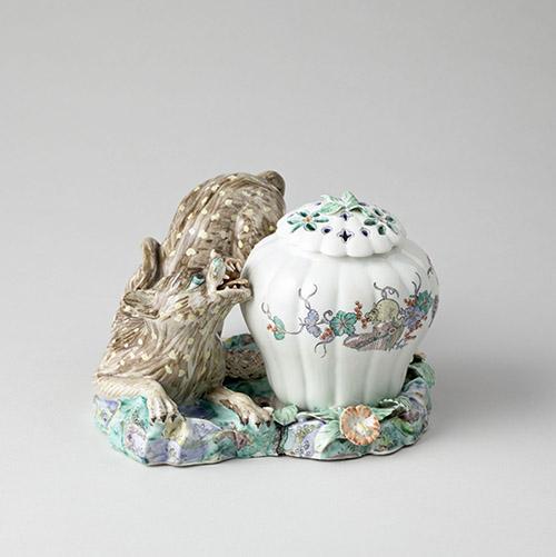 Pots-pourris au léopard. Porcelaine tendre de Chantilly à décor Kakiemon. Manufacture de Chantilly, vers 1740. Chantilly, musée Condé, OA 1088. ©RMN-Grand Palais domaine de Chantilly-Michel Urtado.