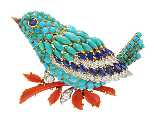 Clip Oiseau bleu, 1963. Platine, or jaune, saphirs, turquoises, corail, diamants. Collection Van Cleef & Arpels. Patrick Gries © Van Cleef & Arpels SA.