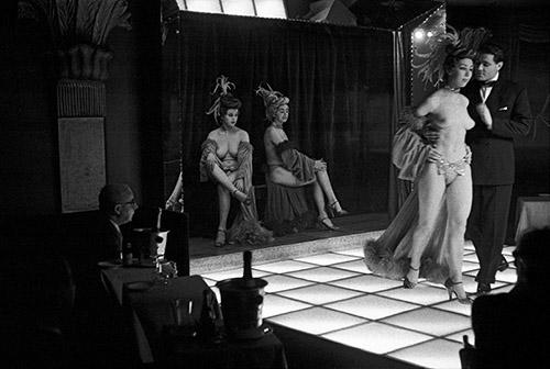 Frank Horvat, Le Sphynx, Paris, 1956. © Frank Horvat.