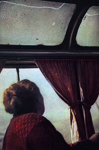Gregor Beltzig, Femme dans un bus entre Tegh et Karashen, Arménie, 2013. © Gregor Beltzig, courtesy Galerie Esther Woerdehoff.