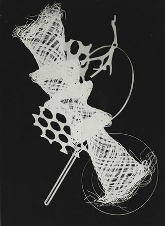 Josef Hampl (1932–2019), Photogramme, 1961. épreuve gélatino-argentique 18 x 13 cm. Centre Pompidou, MNAM – CCI. ©Centre Pompidou,MNAM-CCI/Audrey Laurans/Dist. RMN-CP. ©Droits réservés.