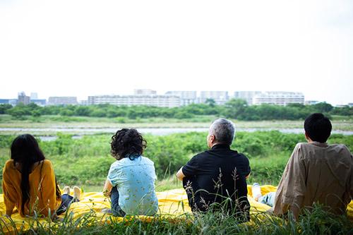 Koki Tanaka, ABSTRACTED/FAMILY (version monocanale), 2020 (photogramme). Film, 110'. Courtesy de l'artiste, Vitamin Creative Space (Guangzhou), Aoyama Meguro (Tokyo).