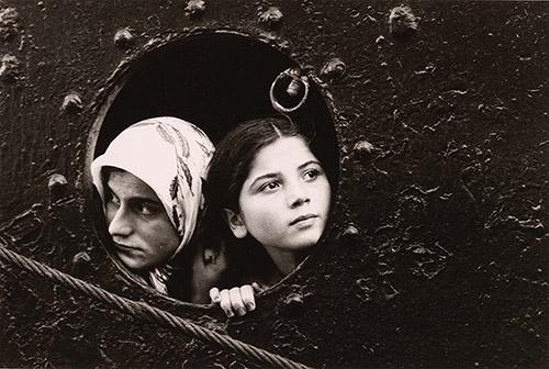 Mary Ellen Mark, Immigrants, Istanbul,Turquie, vers 1977. tirage argentique d'époque 27,6 x 35,3 cm. photo © BnF - Département des Estampes et de la photographie © Mary Ellen Mark