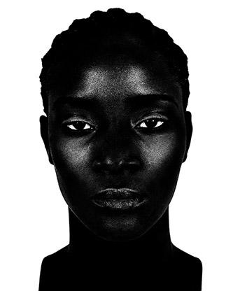 Valérie Belin, Sans titre, de la série Femmes noires, 2001. Tirage argentique, 2019, 117,5 x 95 cm. Bibliothèque nationale de France. photo © BnF - Département des Estampes et de la photographie. © Adagp, Paris, [2020].