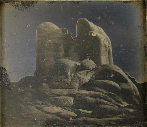 Joseph-Philibert Girault de Prangey (1804-1892), Phile. Rochers, 1842-1844. Daguerréotype, 8 × 9,5 cm. Paris, Bibliothèque nationale de France, département des Estampes et de la photographie. © Photo Bnf.