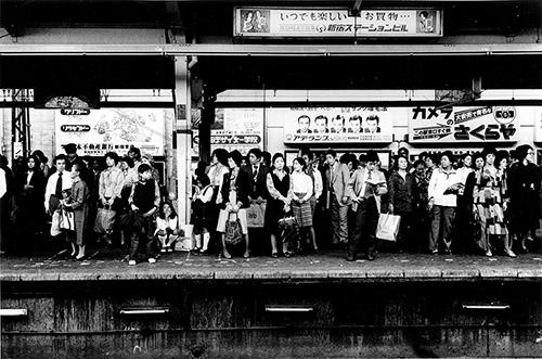Daido Moriyama, Untitled, de la série « Platform », 1977. Tirage gélatino-argentique. © Daido Moriyama Photo Foundation. Courtesy of Akio Nagasawa Gallery.