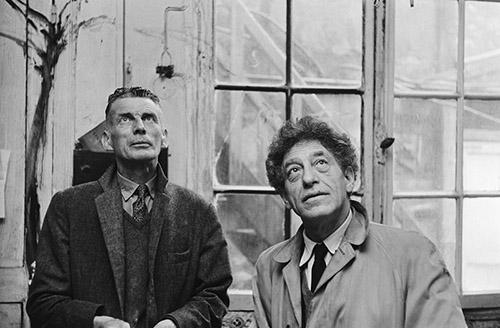 Samuel Beckett et Alberto Giacometti dans l'atelier dit du téléphone, 1961. Photo : Georges Pierre, D. R. Fondation Giacometti. © Succession Alberto Giacometti. (Fondation Giacometti +ADAGP) 2020.
