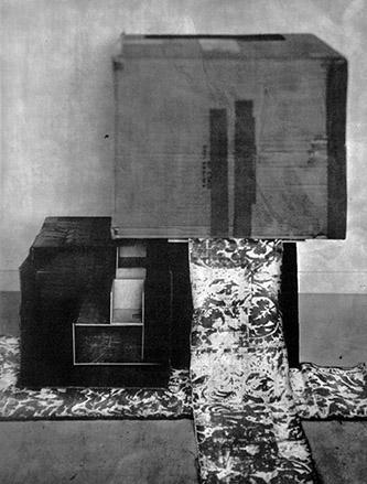 Laurent Millet, sans titre #04, série Un architecte comme les autres, 2020. Edition 1/3 (+2EA), 50 x 40 cm, gomme bichromatée, encadrement en aluminium et bois plaqué, verre antireflet, courtesy Galerie Binome.