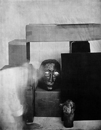 Laurent Millet, sans titre #06, série Un architecte comme les autres, 2020. Edition 1/3 (+2EA), 50 x 40 cm, gomme bichromatée, encadrement en aluminium et bois plaqué, verre antireflet, courtesy Galerie Binome.