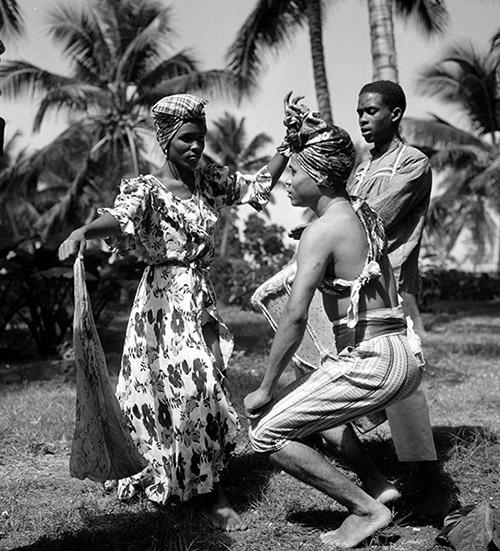 Hélène Roger-Viollet, Danseurs haïtiens. Haïti, mars 1959, © Hélène Roger-Viollet / Roger-Viollet.