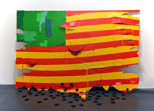 Nú Barreto, Dépitée (États Désunis d'Afrique), 2018. Acrylique sur toile marouflée sur bois et étoiles noires en bois, 200 x 313 x 60 cm. Crédit photo : Camille Comas. Courtesy de l'artiste et de la Galerie Nathalie Obadia  Paris / Bruxelles.