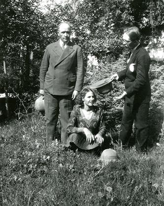Joseph Hackin, Ria Hackin et Jean Carl, Archives photographiques du MNAAG.