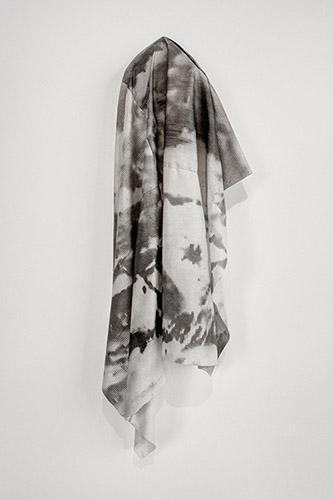 Mustapha Azeroual, Phenomenon, 2014. Gomme bichromatée sur papier japonais, 80x100 cm. Courtesy Galerie Binome. ©Mustapha Azeroual, courtesy Galerie Binome.
