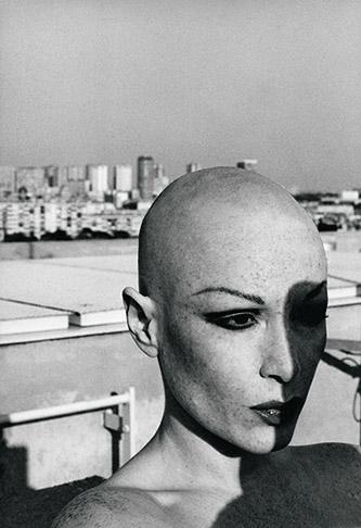 Manon, La dame au crâne rasé, série photographique, 1977-78. Courtesy de l'artiste.
