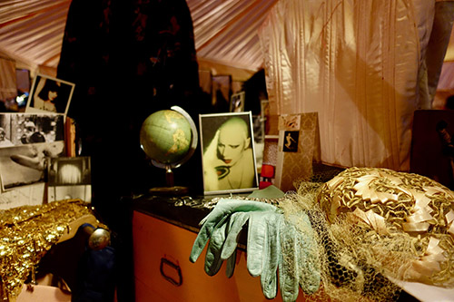 Manon, Das lachsfarbene Boudoir (Le boudoir rose saumon), installation, 1974-2018. Courtesy de l'artiste.