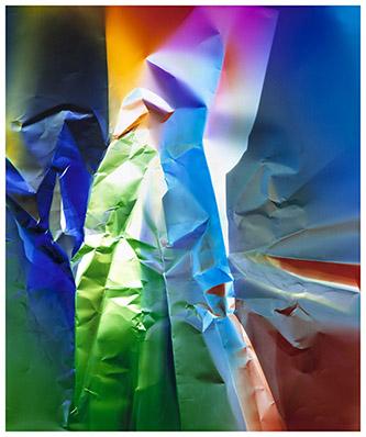 Ellen Carey, Dings & Shadows, 2017-2018 (#27). Photogramme en couleur Epreuve chromogénique. Nu: 60 x 50 cm Encadré: 79 x 67 cm. Signé par l'artiste au verso. Pièce unique. © Ellen Carey /  Courtesy of the Artist and Galerie Miranda, Paris.