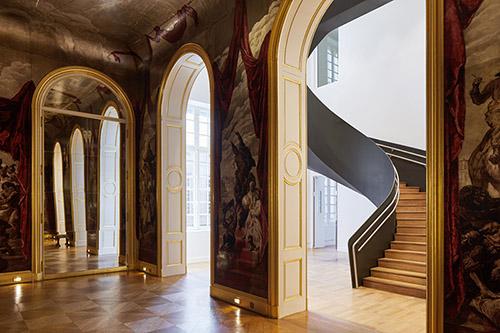 Salle de bal Wendel, vue sur l'escalier monumental, musée Carnavalet - Histoire de Paris. © Antoine Mercusot.