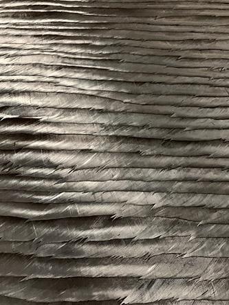 Julien Vermeulen, Black Shudder. Tableau en marqueterie de vexilles de palettes de dinde noires, 2020.