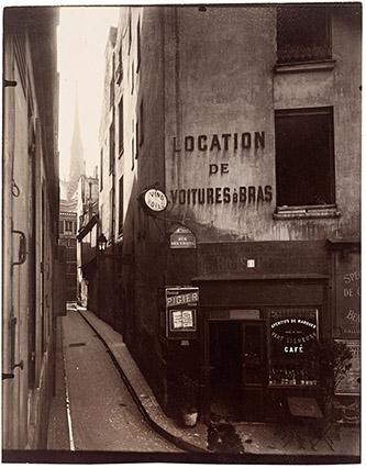 Eugène Atget (1857 – 1927), Rue des Chantres, IVe, 1923. © Paris Musées / musée Carnavalet – Histoire de Paris.