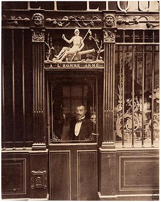 Eugène Atget (1857 – 1927), Cabaret de l'Homme armé, 25, rue des Blancs-Manteaux, IVe, septembre 1900. © Paris Musées / musée Carnavalet – Histoire de Paris.