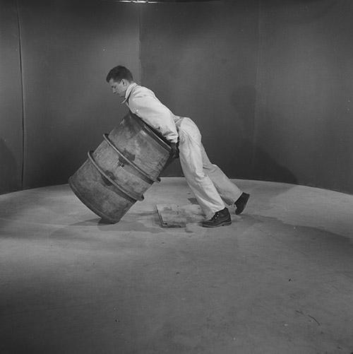 INRS - l'INSTITUT NATIONAL DE RECHERCHE ET DE SÉCURITÉ pour la prévention des accidents du travail et des maladies professionnelles. Photographie issue du fonds photographique de INRS.