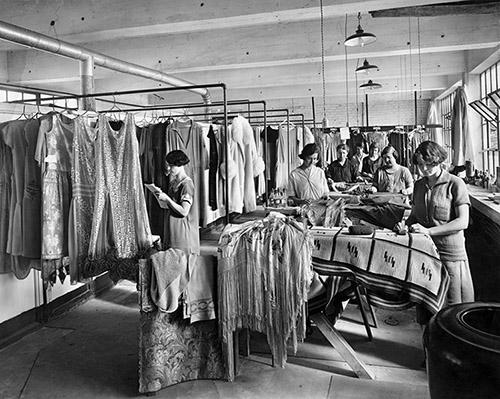 Studio Millar, Atelier d'entretien des vêtements, Dechaux Frères Limitée, Montréal,1929, don de Marcel Paquette, Musée McCord, M2019.46.2