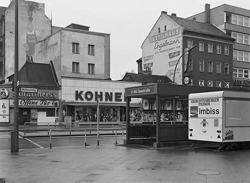 Michael Schmidt, Müller-Ecke Seestraße, Berlin- Wedding, [Berlin- Wedding], 1976-78.