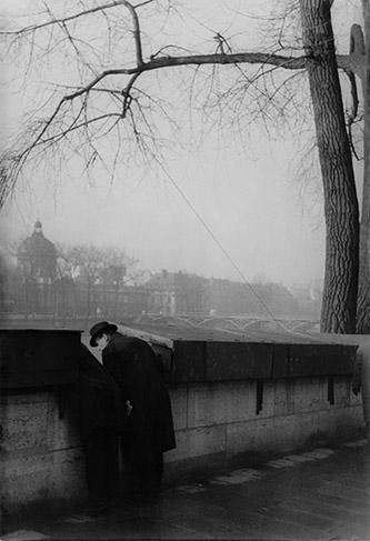 Henri Cartier-Bresson, Le pont des Arts, 1936. Collection Fondation Henri Cartier-Bresson. © Fondation Henri Cartier-Bresson/Magnum Photos.