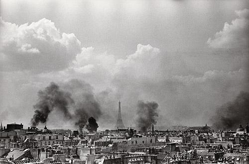 Henri Cartier-Bresson, Libération de Paris, 25 août 1944. Collection Fondation Henri Cartier-Bresson. © Fondation Henri Cartier-Bresson/Magnum Photos.