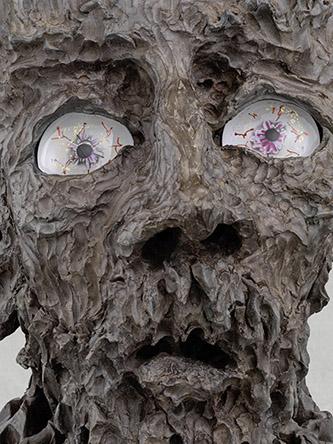 Jean-Marie Appriou, Atlas (détail), 2021, aluminum patiné, bronze, verre, 130 x 58 x 47 cm. © Jean-Marie Appriou. Courtesy the artist and Galerie Eva Presenhuber, Zurich / New York. Photo: Stefan Altenburger Photography, Zürich.