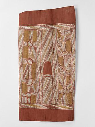 """Djunmal (Attribuée à) (clan Liyagawumirr), Peinture sur écorce, 20e siècle, N° inventaire : 72.1963.8.21. Légende : Trous d'eau sacrés et bâton à creuser (par lequel Djangawu - héros ancestral, """"premier australien"""", a fait les trous d'eau). Ecorce, pigments : blanc, ocre jaune, rouge; 71 x 35 x 2 cm. © musée du quai Branly - Jacques Chirac, photo Pauline Guyon. © ADAGP, Paris 2021. Photographe : Pauline Guyon."""