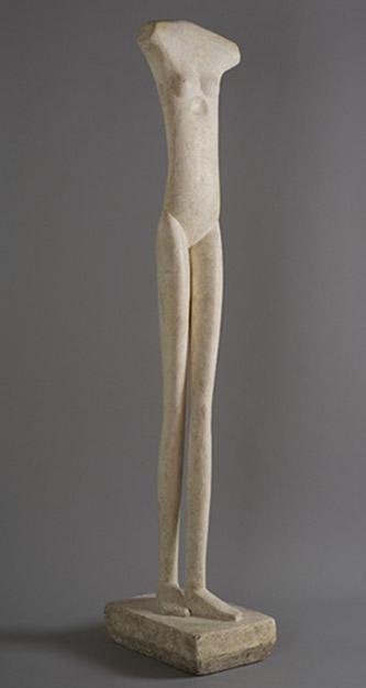 Alberto Giacometti, Femme qui marche I, 1932-1936. Plâtre, 152,1 x 28,2 x 39 cm. Fondation Giacometti© Succession Alberto Giacometti (Fondation Giacometti + ADAGP, Paris) 2021.