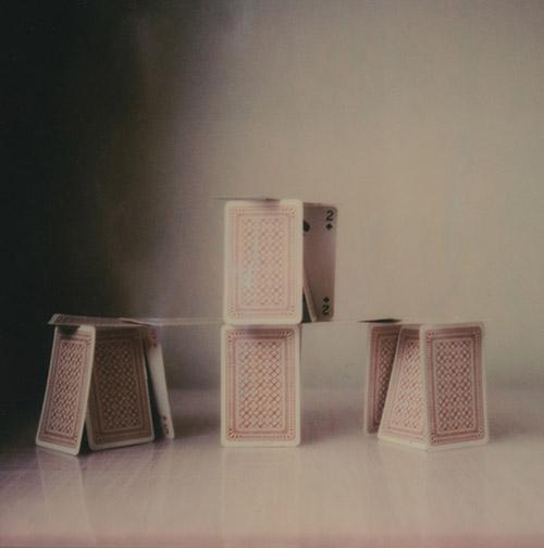 """Anne De Gelas, """"Château de cartes"""", série INTERMèDE, 2018-2020 © Anne De Gelas."""