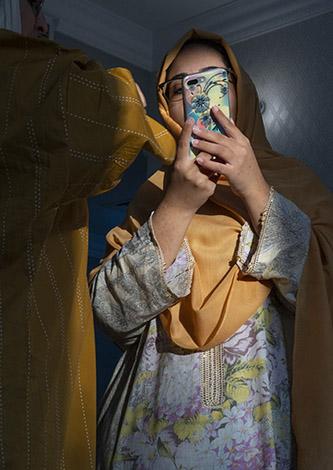 Farah Al Qasimi, S et A au téléphone, série Mirage de la vie, 2020. Avec l'aimable autorisation de Third Line, Dubaï, et Helena Anrather, New York.