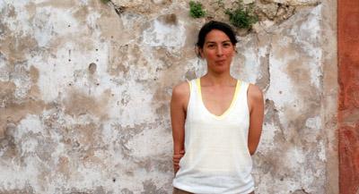 """PODCAST : Interview de Sonia Voss,commissaire de l'exposition Prix Découverte Louis Roederer 2021, par Anne-Frédérique Fer, à Arles, le 8 juillet 2021, durée 17'50"""". © FranceFineArt."""