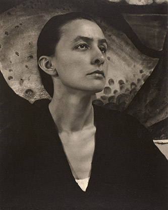 Alfred Stieglitz, Georgia O'Keeffe, 1918. Platinotype, 24.5 × 20.1 cm. Alfred Stieglitz. Collection. The Art Institute of Chicago.