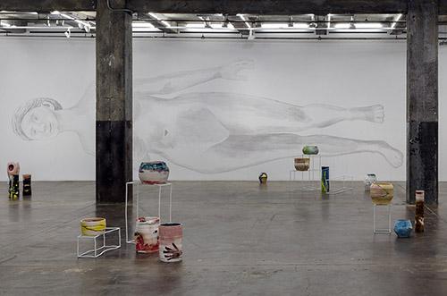 Claudia & Julia Müller, Zwei Wirklichkeiten, unfertig (Blind Painting), installation, Maccarone, New York, 2015. Photo : Jose Andres Ramirez Jonas. Courtesy des artistes.