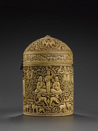 Pyxide au nom d'al-Mughira © musée du Louvre, dist. RMN-Grand Palais - Hugues Dubois.