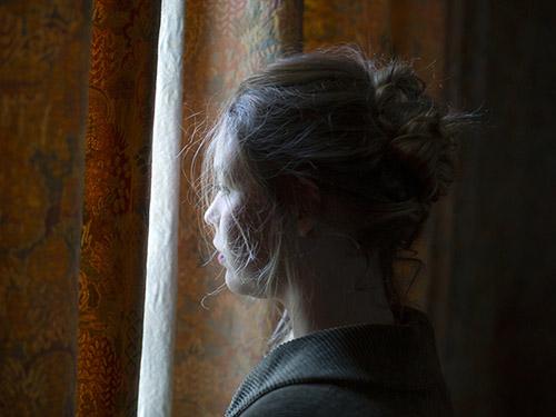 Sylvia Ney, De l'autre côté de l'eau. © Sylvia Ney. Elle ne savait pas quel serait ce hasard, le vent qui le pousserait jusqu'à elle, vers quel rivage il la mènerait, s'il était chaloupe ou vaisseau à trois ponts, chargé d'angoisses ou plein de félicités jusqu'aux sabords. Madame Bovary (1857)