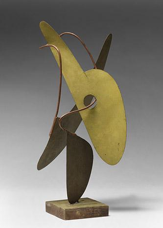Ettore Sottsass, Maquette spatiale, 1946-47. Objet-sculpture. Tôle, fil métallique, bois. 53,3 x 17 x 18,5 cm. © Adagp, Paris 2021. © Centre Pompidou, MNAM-CCI/Georges Meguerditchian/Dist. RMN-GP.
