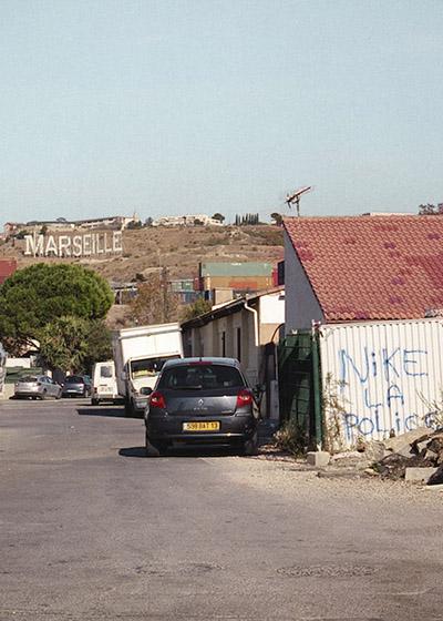 """🔊 """"Littoral Marseille"""" photographies de Élise Llinarès, textes de Michel Peraldi"""