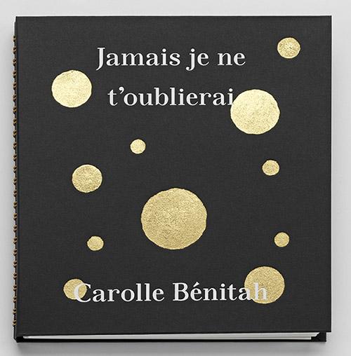 Couverture de Jamais je ne t'oublierai de CarolleBénitah aux éditions L'Artière. © Carolle Bénitah. © éditions L'Artière 2019.