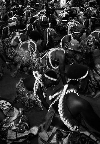 Catherine De Clippel, Danseuses initiées au vodou Avlekete lors d'une cérémonie de succession. Anfoin, Togo, 1988. © Catherine De Clippel.