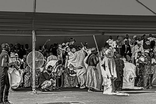 Catherine De Clippel, Eyo, incarnations des ancêtres igbo. Délégation venue du Nigeria. Porto-Novo, Bénin, 2019. © Catherine De Clippel.