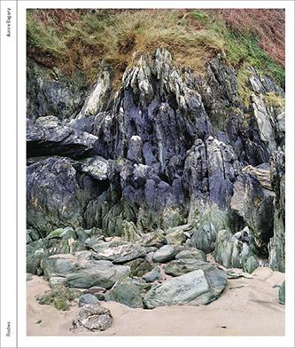 Couverture Roches, Littoral de la Manche de Aurore Bagarry aux éditions Gwinzegal. © Aurore Bagarry. © éditions Gwinzegal, décembre 2020