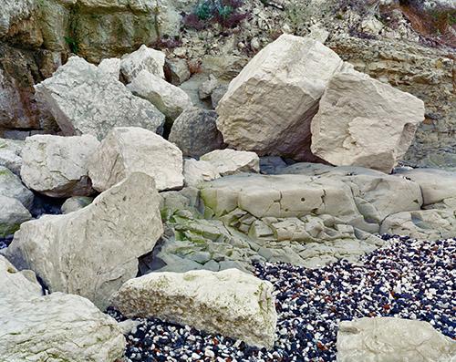 Aurore Bagarry, série Roches, Littoral de la Manche. Holywell, Eastbourne, East Sussex. Blocs de craie blanche d'âge crétacé supérieur. © Aurore Bagarry.